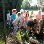 Mali ekolodzy sadzą drzewa